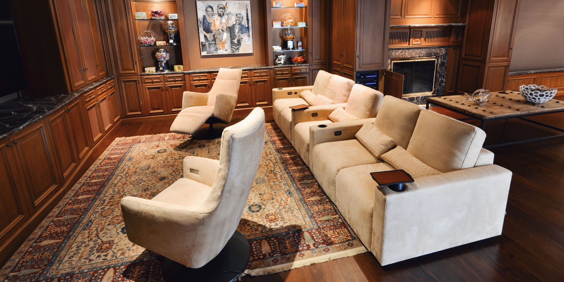 Media room with classic interior sofa by cineak